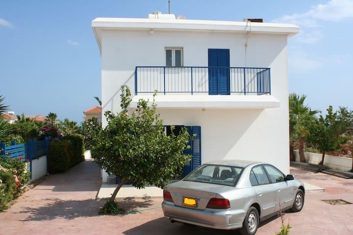 LOVELY HOUSE   OPPOSITE THE SEA.