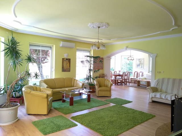 Exclusive, huge: 130sqm apartment! Budapest 20km!