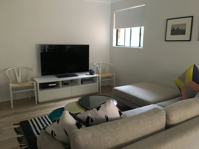 Lovely 1 bedroom apartment close to beach and mall - Cronulla - Apartment