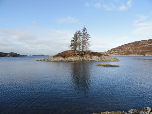 LOCHINVER HOLIDAY LODGE - WATERSIDE SELF-CATERING