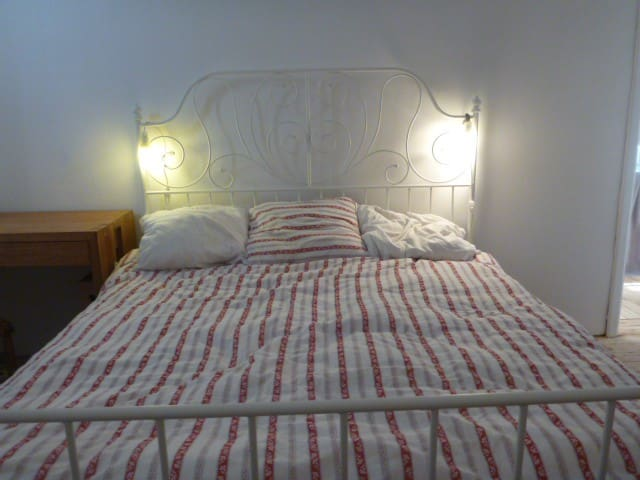 Double room in a lovely cottage au Chant D'oiseau - ヴォルウェ=サン=ピエール(Woluwe-Saint-Pierre) - 別荘