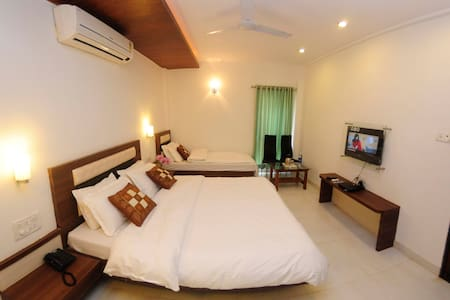 Private AC Delight in Surbhi! - Mahabaleshwar - Boutique-hotel
