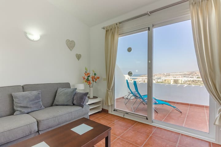 OceanView Top floor Spacious one bedroom Pool WIFI