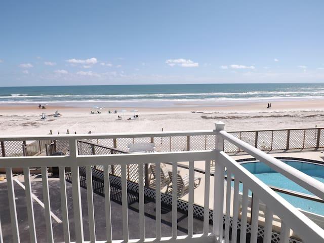 Direct Beachfront,  Efficiency Studio w/balcony - Ormond Beach - Condominium