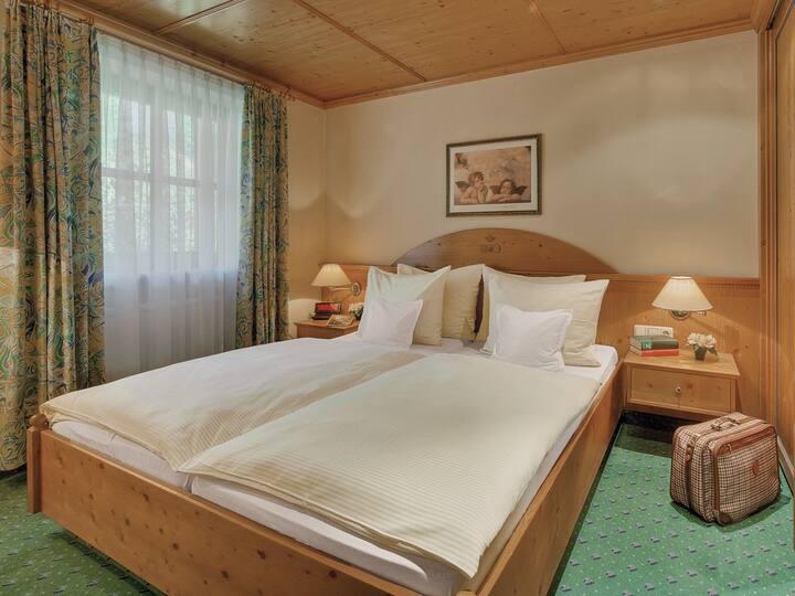 ApartHotel am Sonnenhügel (Bad Birnbach), Einzelzimmer 19 m² mit Küchenzeile
