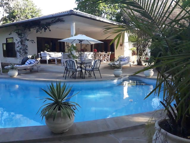 Bahati - Luxury 2 Bedroom Cottage (fully serviced)