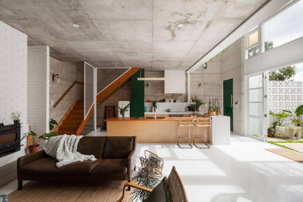 open living + white resin floor + plywood kitchen