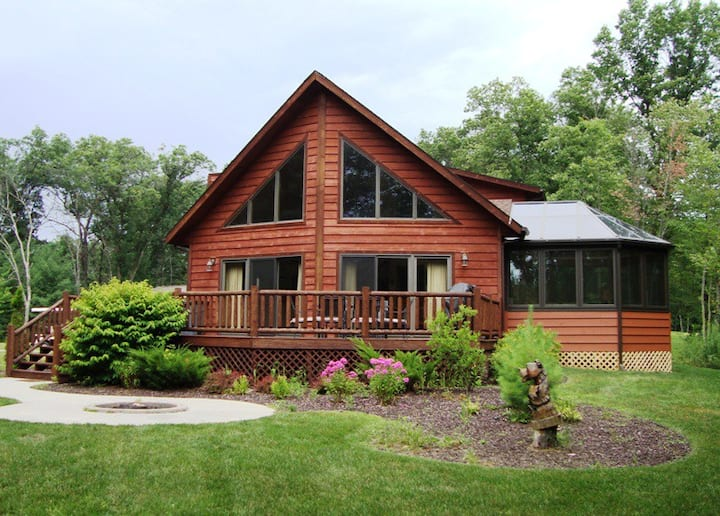 AMAZING 6 Bedroom Cedar Chalet With Game Room