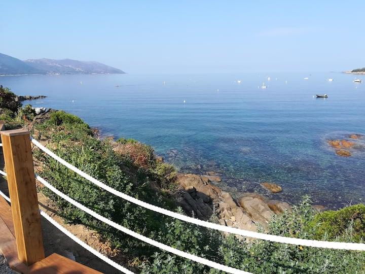 Villa pieds dans l'eau avec accès mer