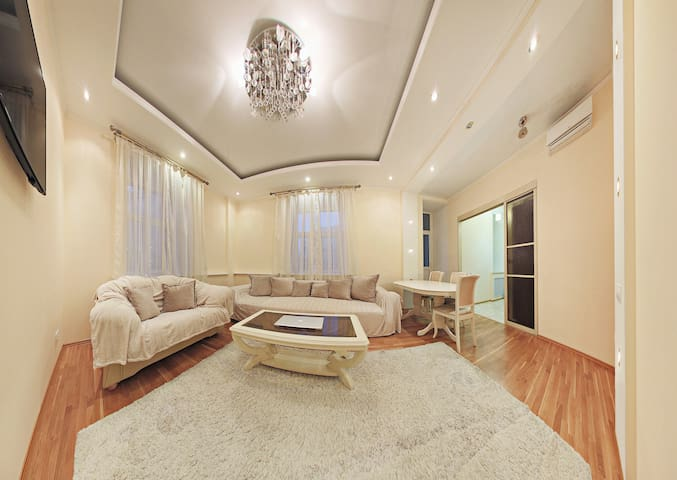 Arbat 4 Bedrooms Premium Apartment