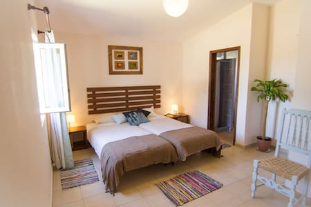 Etnia Surfhouse Double Room +2 extra beds