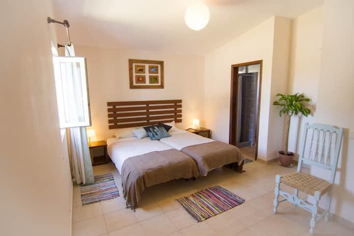 Etnia Pets/Surfhouse Double Room + extra beds