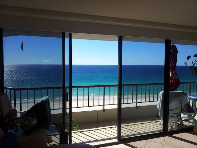 2 bedroom 10th floor unit opposite the beach - Currumbin - Lägenhet