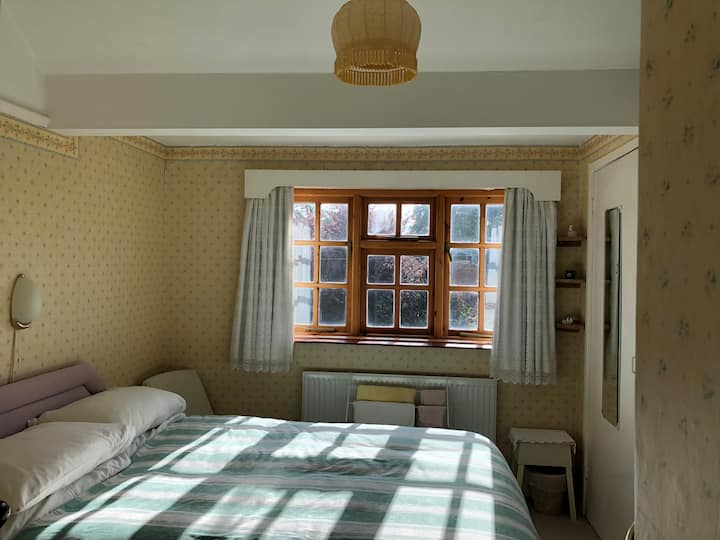 LOVELY QUIET ROOM IN THORPE ST ANDREW, NORWICH