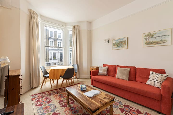 Adorable 1 bed flat in West Brompton (sleeps 4)