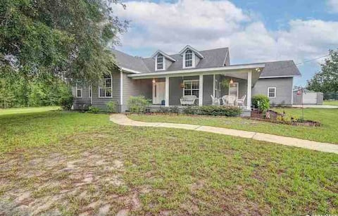 Large Ranch Home Close to Springs