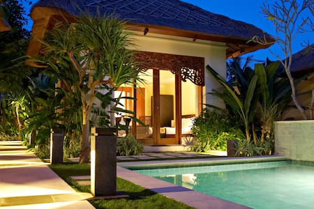 Pat Mase Villas - One Bedroom Villa with pool