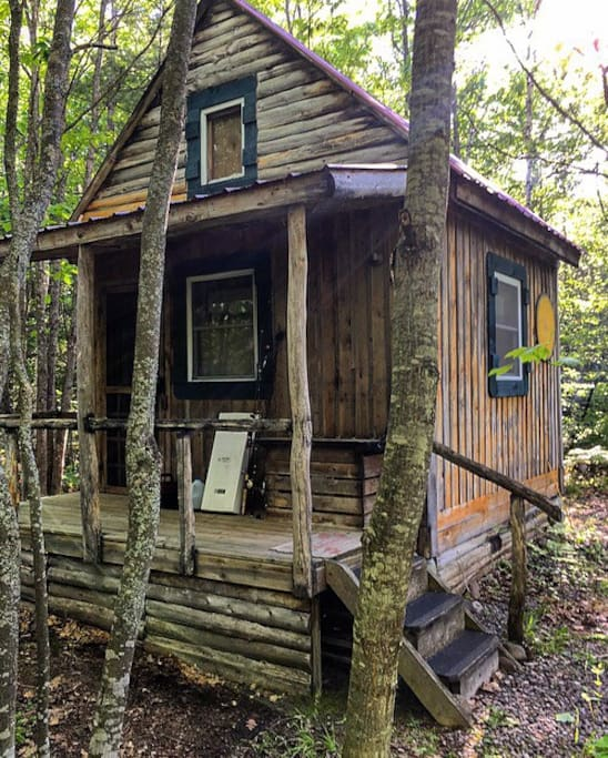 Rustic handcrafted log cabin cabins for rent in brimley for Fishing cabins in michigan