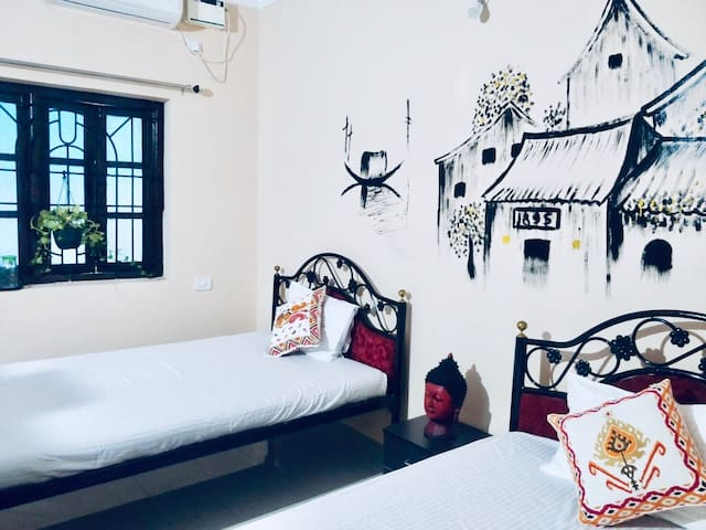 Hoi An - twin room in a coworking/coliving space