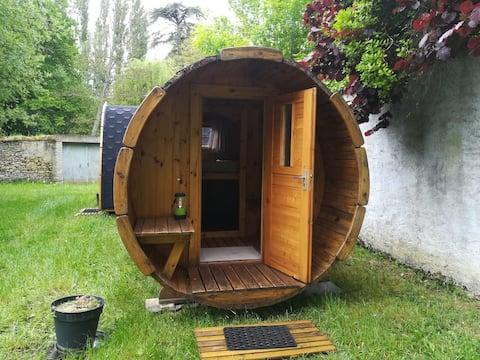Hébergement  dans un tonneau au bord de La Sarthe