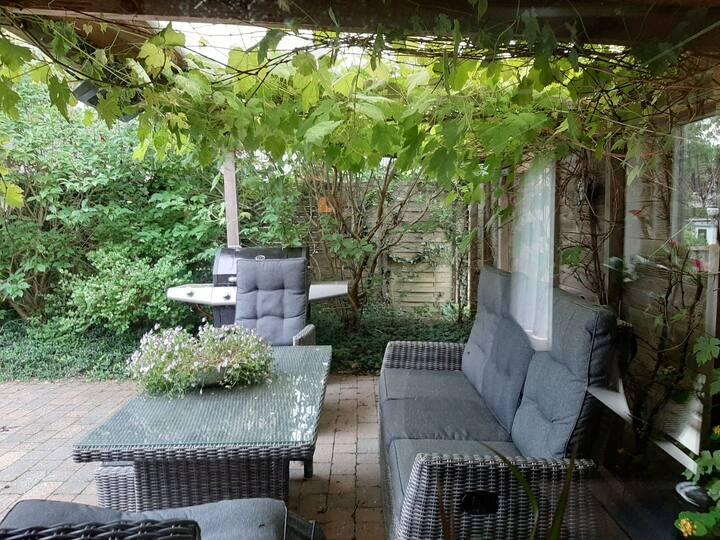 6 persoons villa 'de stolp' met zwembad /veranda's
