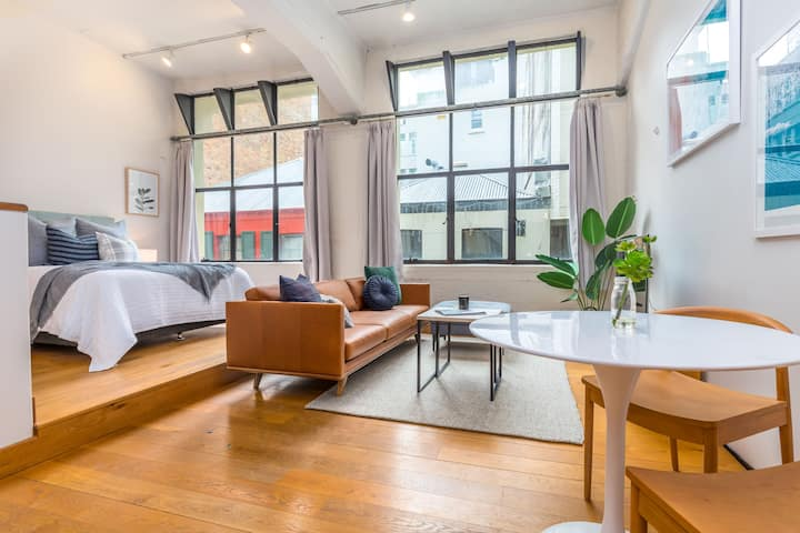 Stylish  Apartment in the Heart of the City