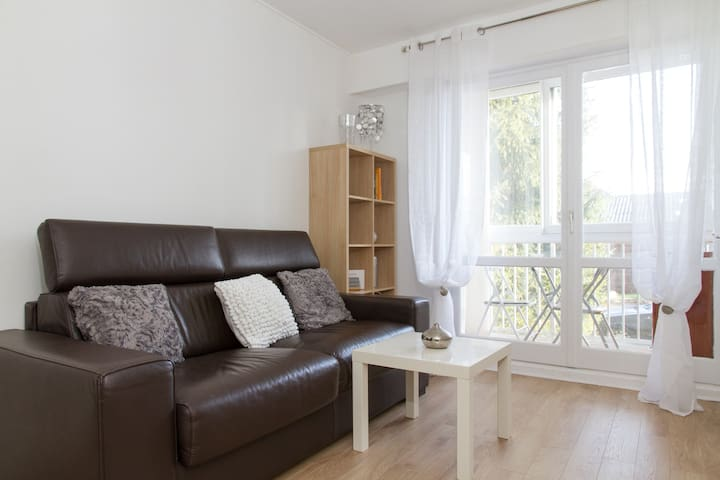 Studio tout confort avec Loggia proche Paris - Les Pavillons-sous-Bois - Lägenhet