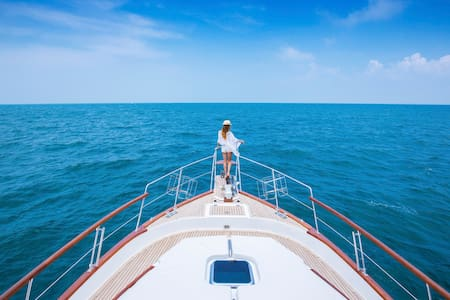 Stay CLASSY and CHILLING on Shiraz Yacht from X2 - Pattaya - Boot