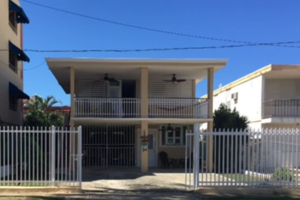 Newly renovated house just a block away from Luquillo Beach!