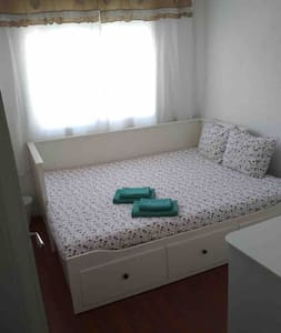 ROOM 5min from the sea 20min to the center of BCN