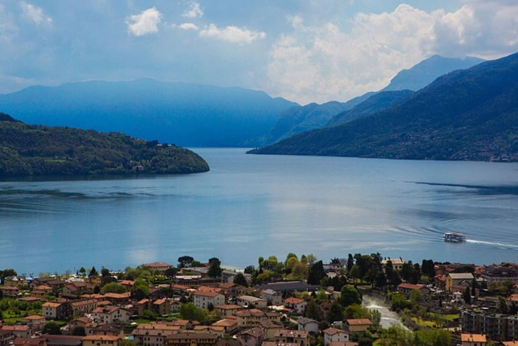 """""""This is a wonderful place to visit Como ! The house is calm, very clean and very well equiped to make good meals and enjoying the astonished view ! I definitly recommand Sofia's place !"""""""