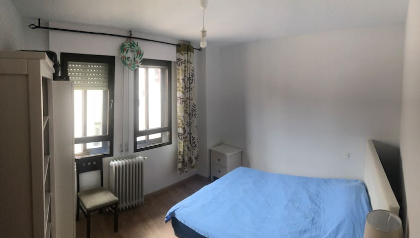 Double Sunny room, 3min walking from Acueduct