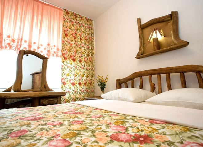 Casa din Lunca,  Guest House, B&B