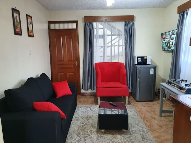 A modern, homely studio with free parking & WiFi