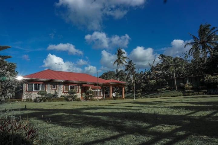 Casa de Diaz: 4BR Luxury Home near Tagaytay