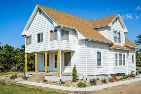 Bottoms Edge Ranch - Fabulous Farmhouse