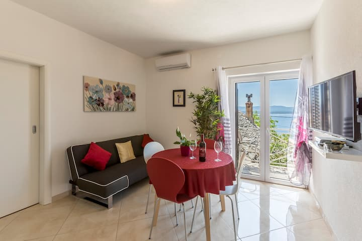 Sea view apartment PETRA 1, 2min from 1st beach