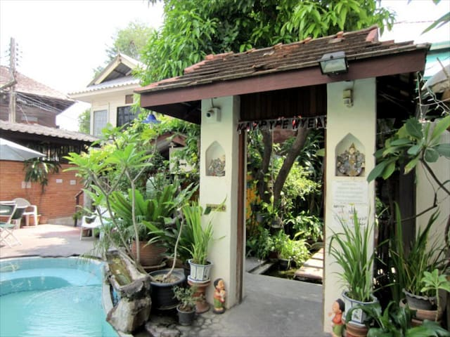 ⭐⭐⭐ Thapae Gate Home # DBL A/C Room @ In Old Town
