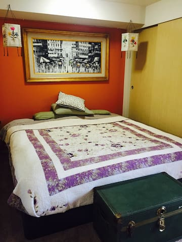 Charming studio apartment in downtown Tacoma!