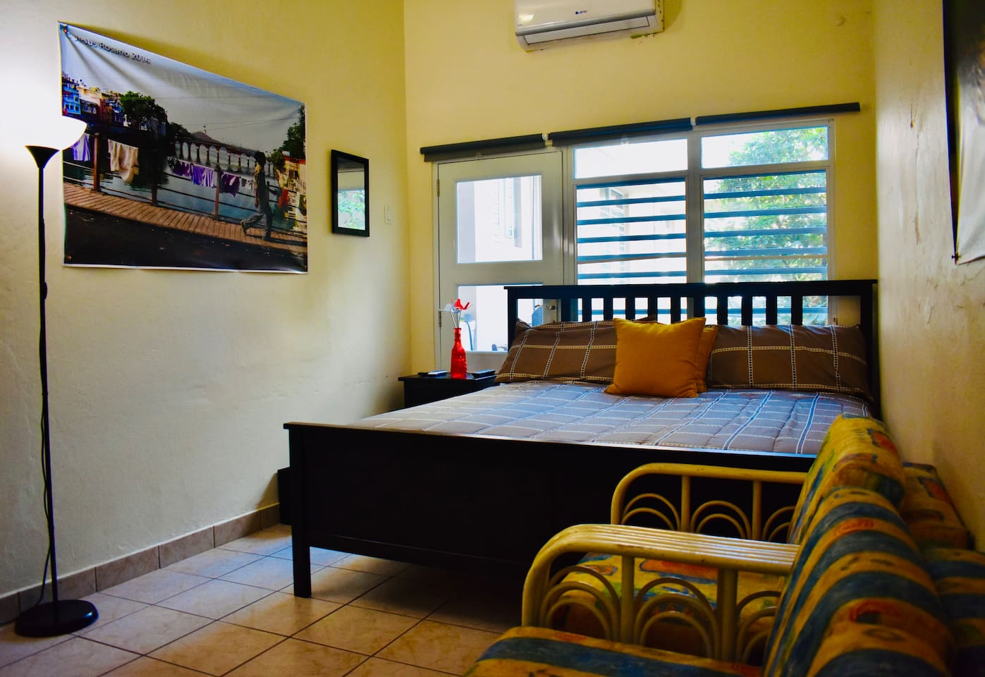 Bedroom with a king size bed, AC, WIFI, a pair of sofas, TV and CableTV.