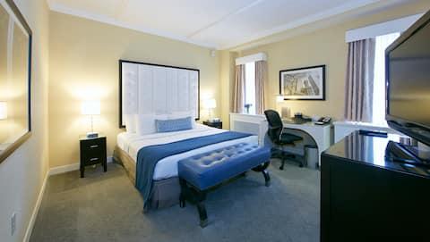 Allerton Queen Room