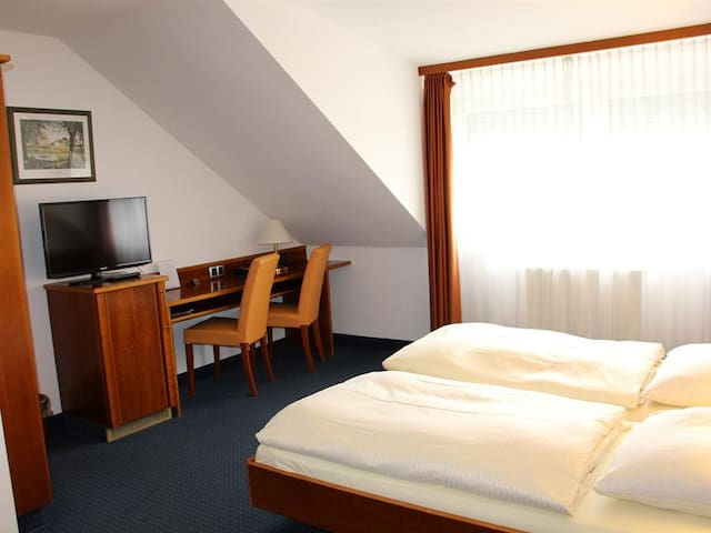Doppelzimmer im EG-Double room-Economy-Private Bathroom