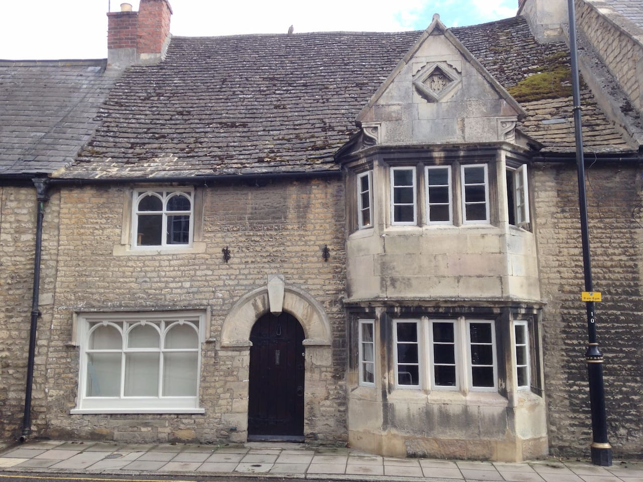 Traditional Tudor stone townhouse in central stamford with walled garden.
