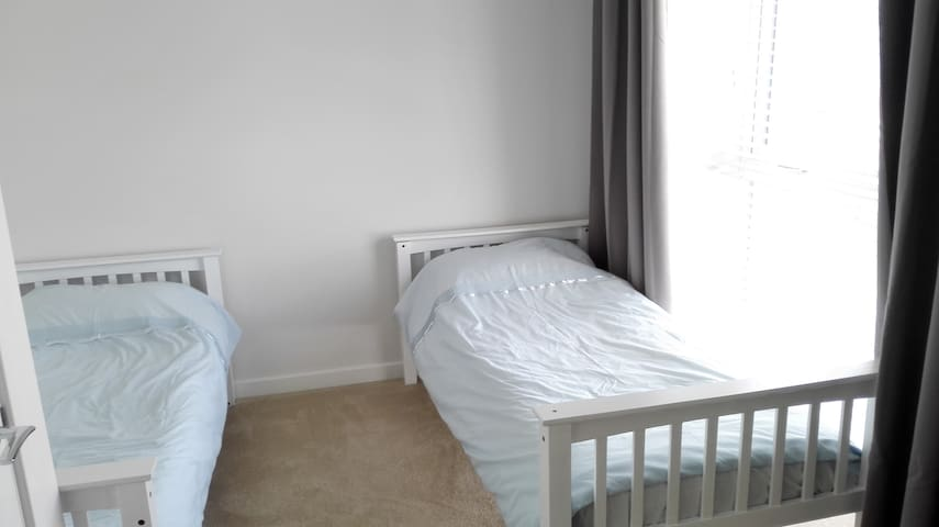 Twin room in modern new-build - Folkestone - Ev