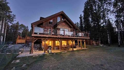 Nature Retreat Log House