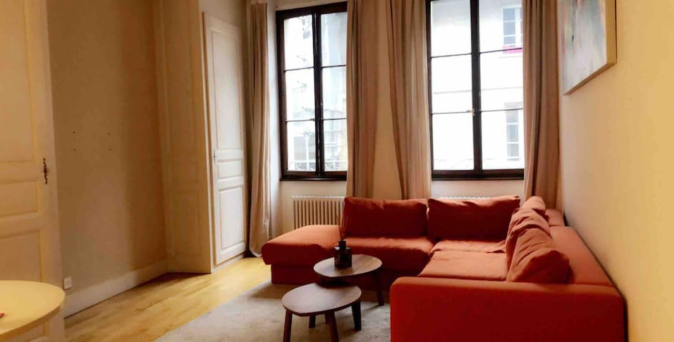 Charming Studio: Heart of Old Town