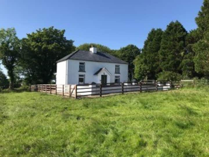 Typical Irish Farm House - Freshly updated