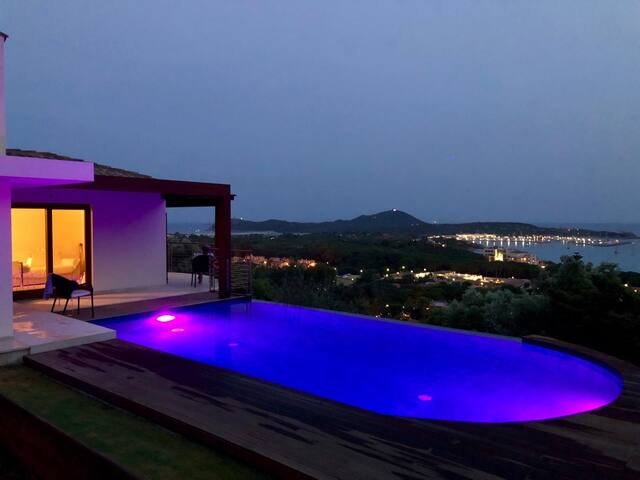 Lussuosa villa con infinity-pool e piena vista mar