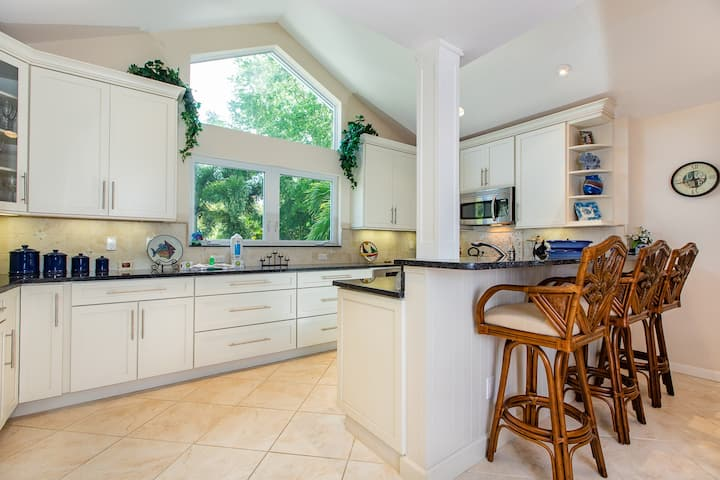 BLUE HAVEN- LOVELY 3BD/2.5B HOME ON SANIBEL, RIGHT IN THE DUNES COMMUNITY!