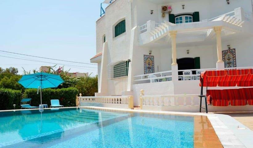 Charmante villa avec piscine privée à Chott Meriem